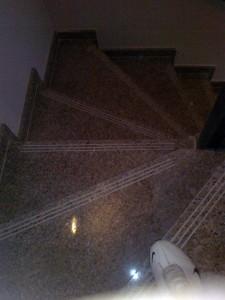 escalera-abanico-marmol-granito-antideslizante