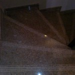 escalera-edificio-marmol-huella-rosa-salto