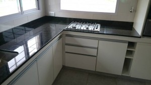 mesada-cocina-anafe-marmol-verde-ubatuba
