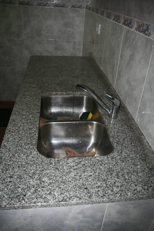 Mesada De Cocina Granito Marmoleria Zacarias