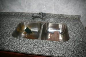 mesada-cocina-marmol-gris-mara-monocomando-bacha-doble