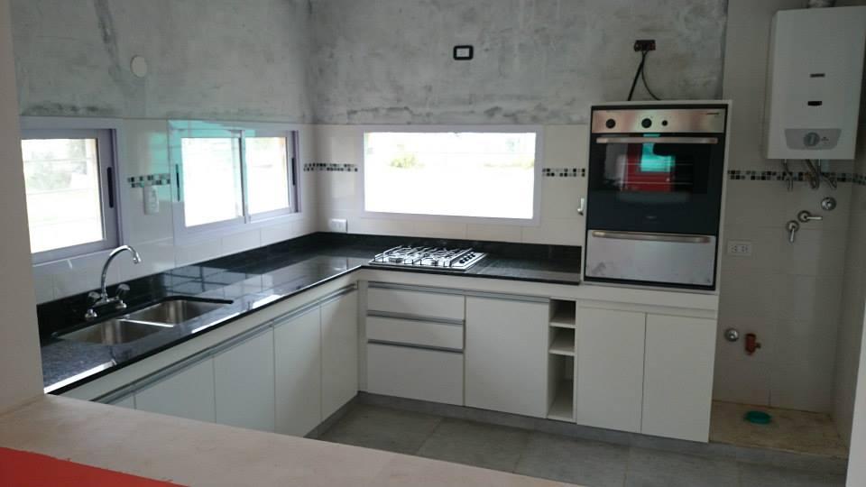 Mesada granito con anafe y bacha marmoleria zacarias for Material granito para cocina