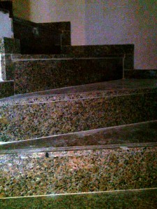 Escaleras de marmol marmoleria zacarias for Marmol granito precios
