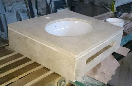 Vanitory con toallero travertino marmoleria zacarias for Piedra marmol travertino
